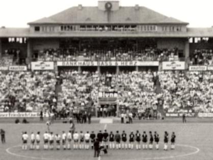 Bundesligafußball im Frankfurter Waldstadion
